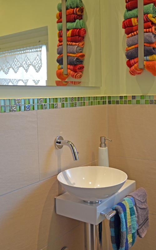 Die Armatur am Waschbecken verfügt nun über einen direkten Wandablauf