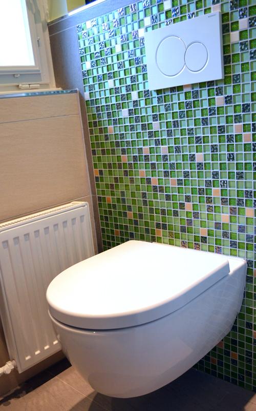 Das alte Stand-WC wurde durch ein modernes Hänge-WC ersetzt