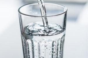 Eine höhere Konzentration an Calcium und Magnesium im Wasser bedeutet auch einen höheren Härtegrad.